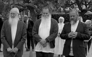 Почему покойников хоронят в белых тапочках