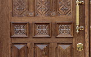 Двери из массива дуба: разновидности, особенности монтажа и эксплуатации