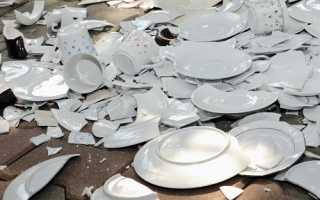 Почему нельзя хранить битую посуду в доме: приметы и суеверия
