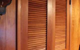 Деревянные двери жалюзийные: устройство, комплектующие, особенности монтажа и эксплуатации