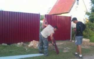 Как сделать и установить забор из металлопрофиля своими руками – пошаговая инструкция с фото и видео