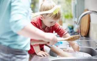 Почему нельзя мыть посуду в гостях: приметы и факты